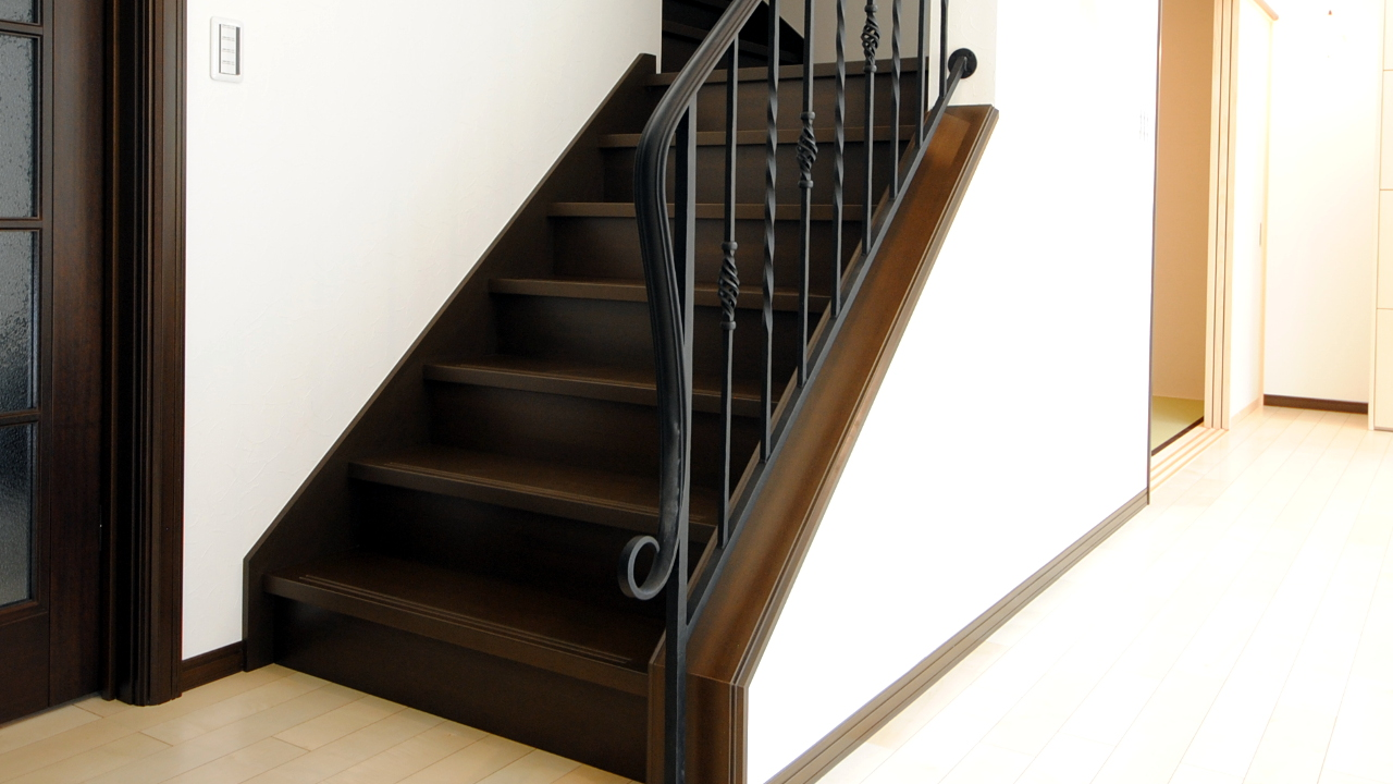 ロートアイアン階段手すり、笠木端部、おしゃれな端部