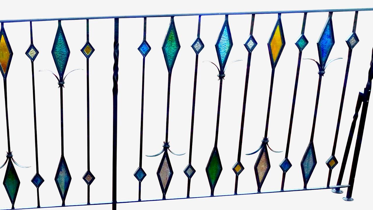ロートアイアン手すり,アイアン手摺,手摺り,ステンドグラス,ステンドガラス,エクゾチック,高級感溢れる,広島県