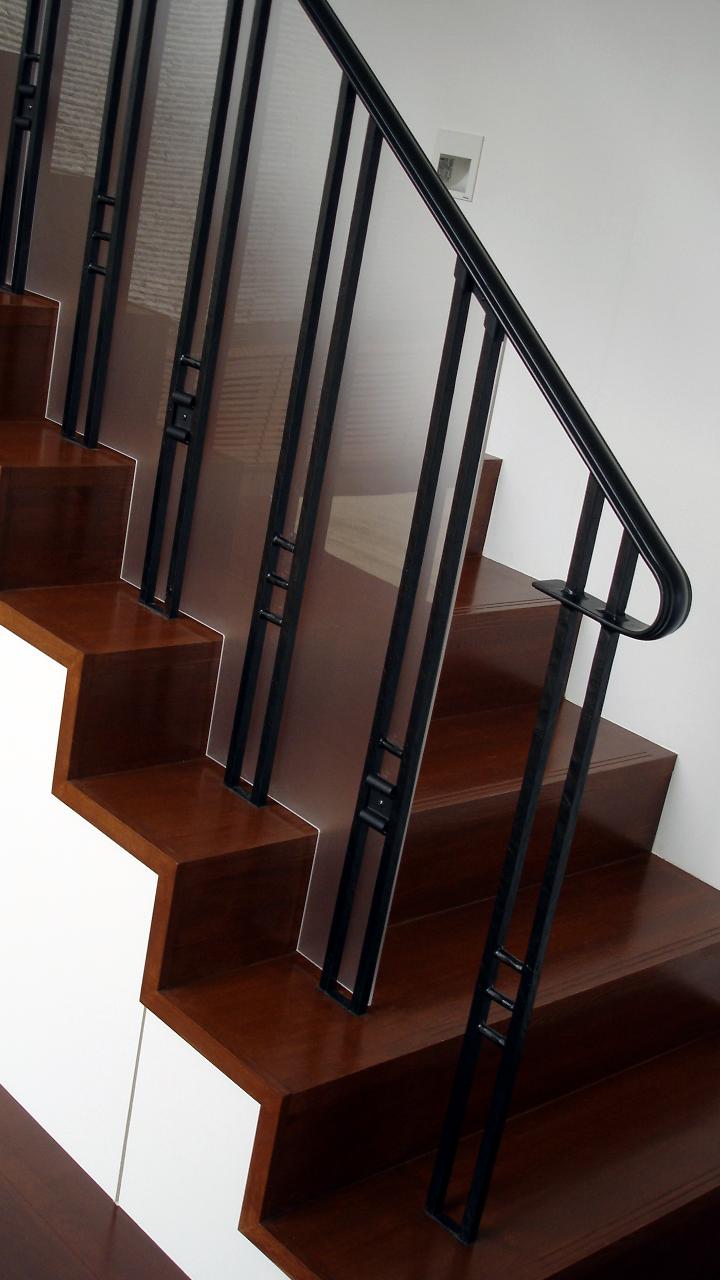 ロートアイアン階段手すり,アクリル板取り付け,アイアン階段手すり,てすり