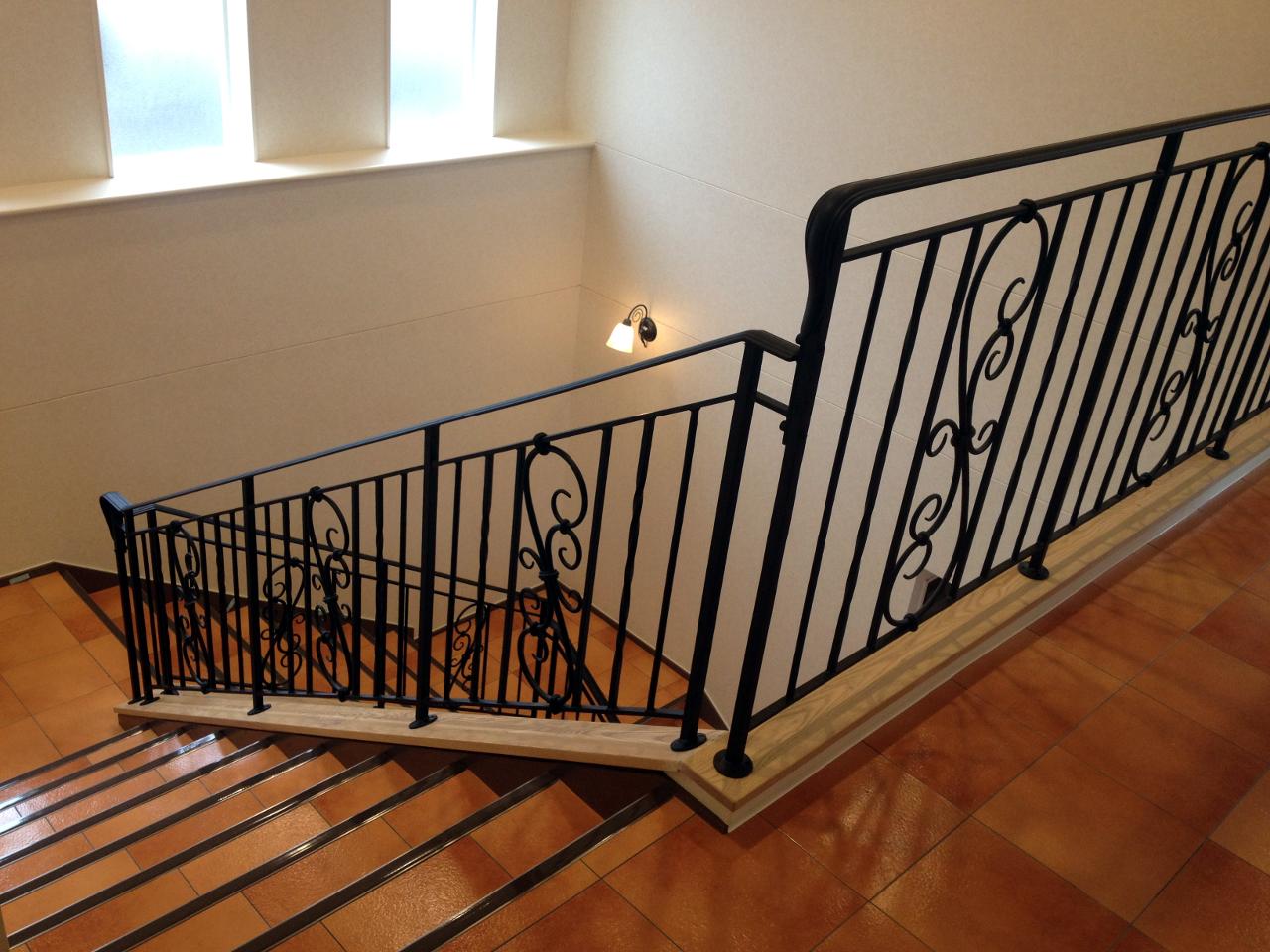 ロートアイアン,階段手すり,2階部分,アイアン手摺,アイアン
