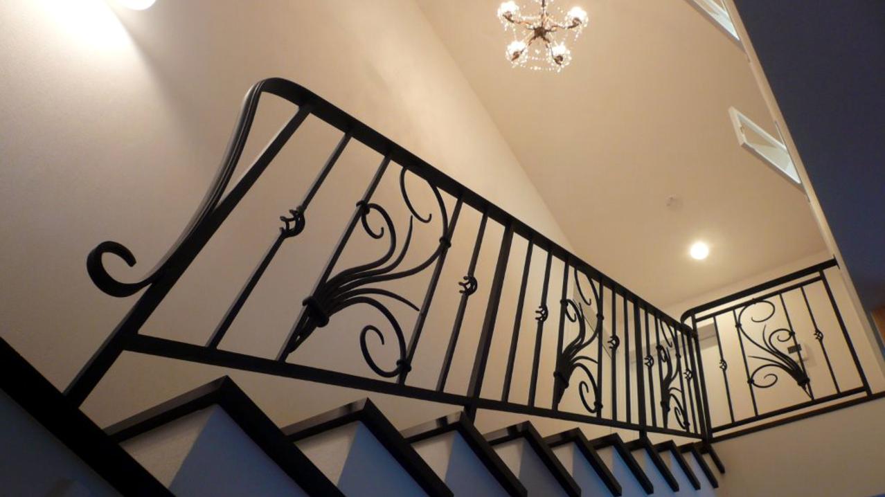 ロートアイアン階段手すり,アールヌーボ,おしゃれなパネル,階段手摺り,てすり