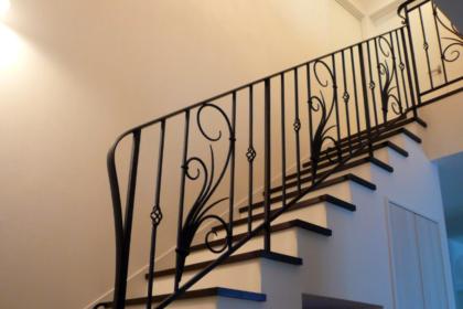 ロートアイアン,階段手すり,総火作り,おしゃれな階段手すり,アールヌーボ,おしゃれな唐草模様