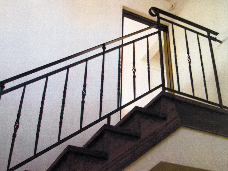 ロートアイアン階段,手すり,2階部分,笠木端部,ロートアイアン階段手すり,手摺り,てすり,アイアン,シンプル,福岡県