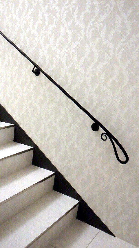 ロートアイアン,手摺,シンプル,階段,手すり,てすり,壁取り付け,特徴的な端部,かわいい端部,手すり,てすり,階段部分