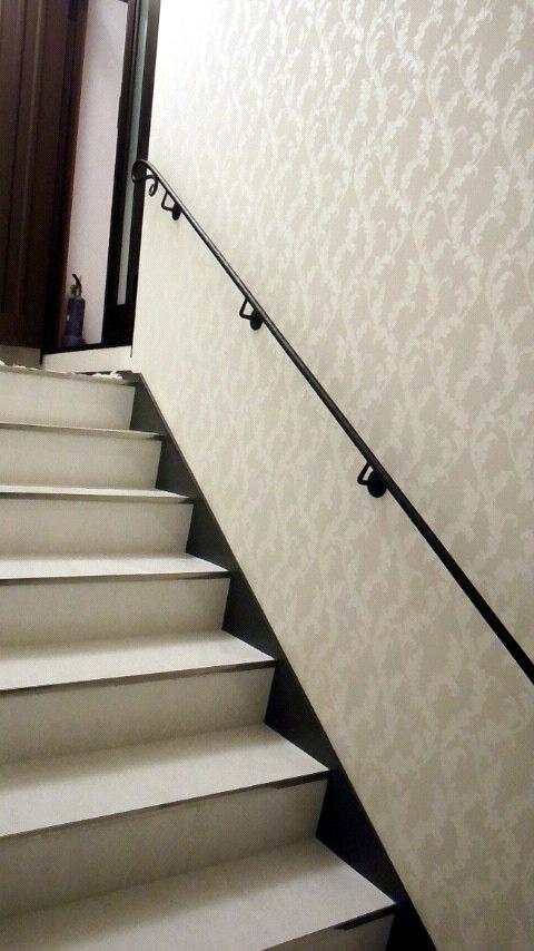 ロートアイアン,全体,壁取り付けブラケット,手摺,シンプル,階段,手すり,てすり,壁取り付け,特徴的な端部,かわいい端部,手すり,てすり,階段部分