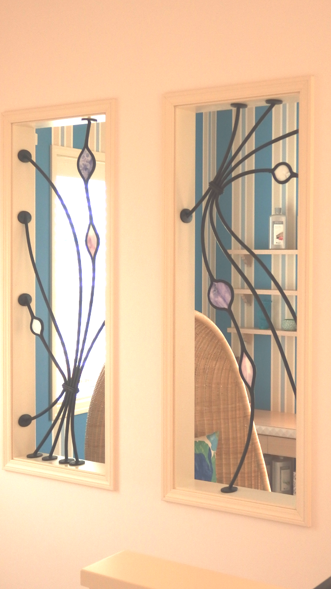 ロートアイアンとステンドガラスのグリル2
