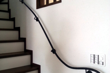 ロートアイアン手摺,曲線が美しい,ロートアイアン,階段部分,手摺,手すり,てすり,優雅な曲線,オーダーメイド