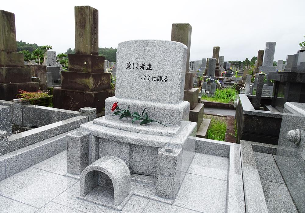ロートアイアン,お墓,墓石,ばら飾り,ロートアイアン,お墓,バラ飾り,ローズ,花飾り,アイアン,素敵な墓石飾り,宮崎県
