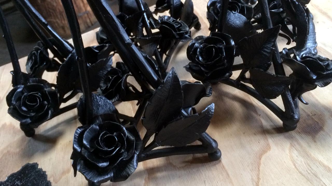 ロートアイアン,薔薇飾り,ランプスタンド,ステンドガラス,ステンドガラス教室,ティファニーランプ