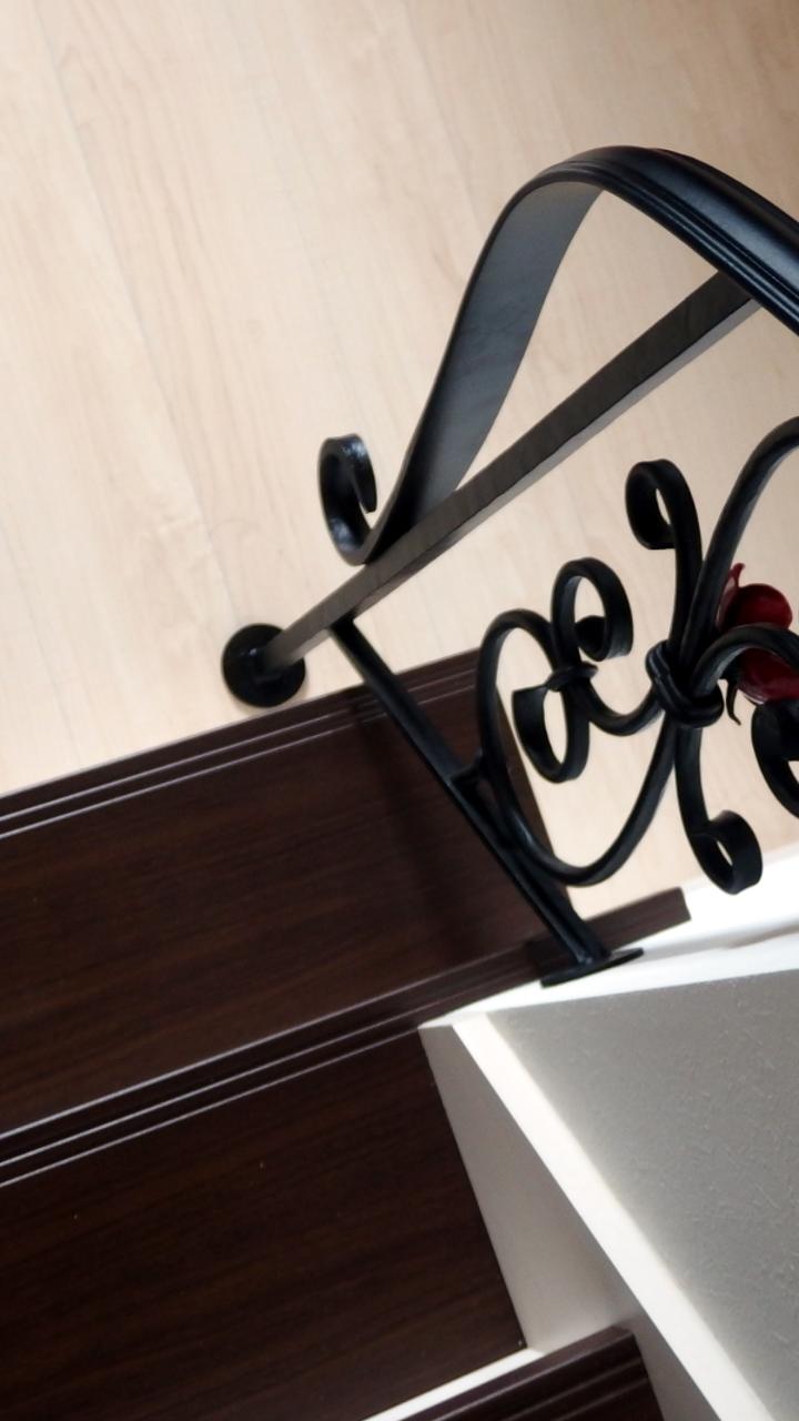 ロートアイアン階段手摺,おしゃれ,ゴージャスなバラ飾り,ロートアイアン階段手摺,おしゃれな薔薇飾り,階段手摺,手すり,てすり,ロートアイアン,オーダメード,アイアン