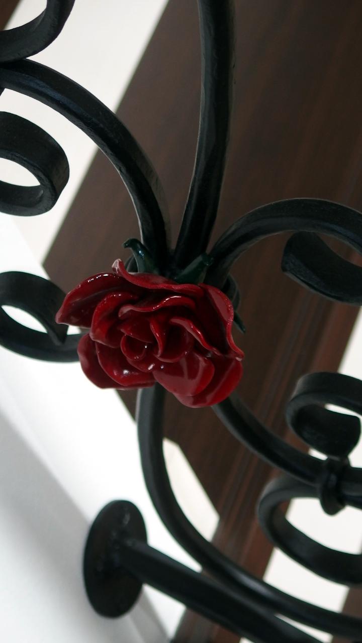 ロートアイアンバラ飾り,ロートアイアン階段手摺,おしゃれな薔薇飾り,階段手摺,手すり,てすり,ロートアイアン,オーダメード,アイアン