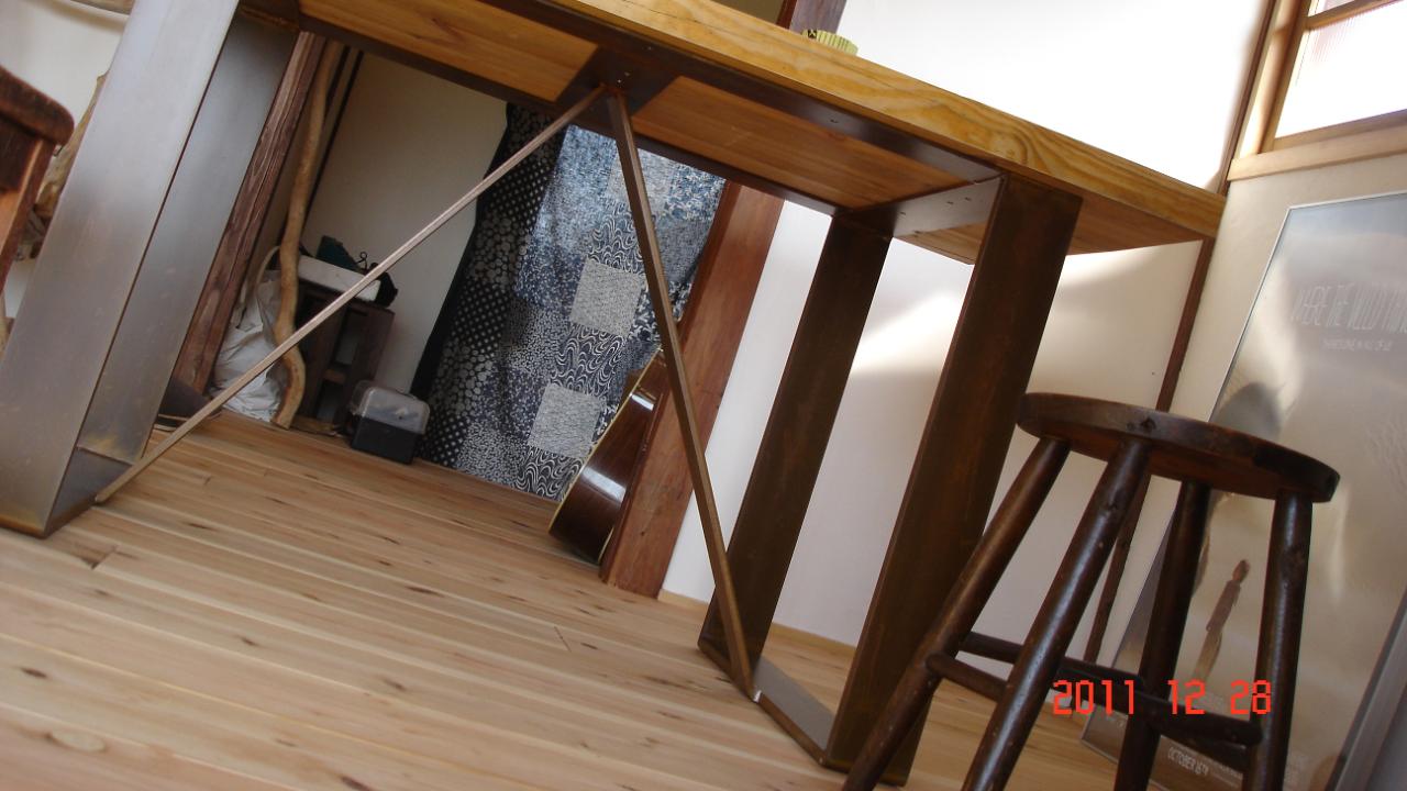 アイアンテーブル,落ち着いた風合い,おしゃれなアイアンテーブル,カフェ,おしゃれなカフェ,素敵なテーブル,錆