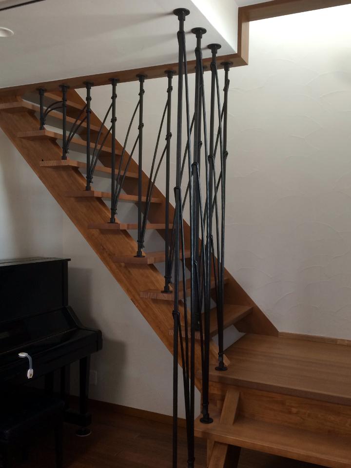 ロートアイアン階段手摺,おしゃれな階段手摺,面格子