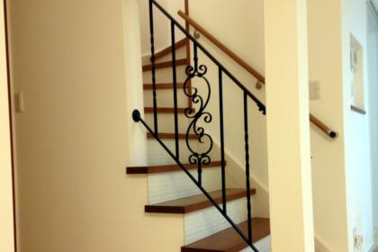 ロートアイアン階段手摺,全景,全体,ロートアイアン階段手すり,アイアン階段手すり