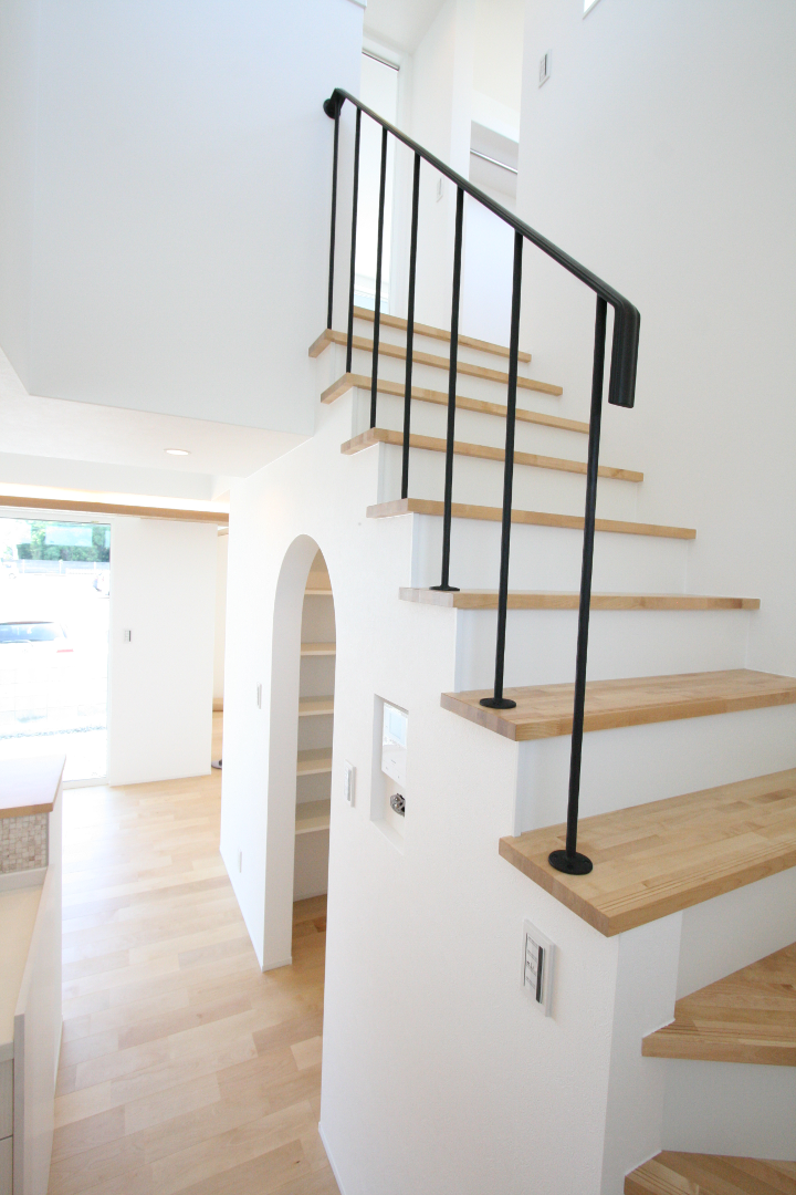 ロートアイアン階段手摺、とてもシンプルでおしゃれな階段手摺