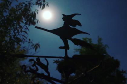 月夜の魔女の風見鶏