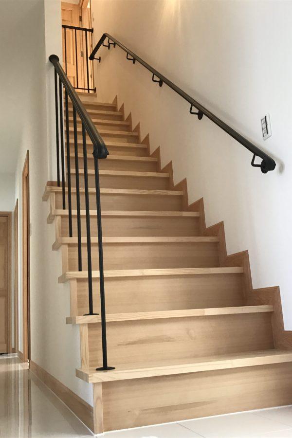 ロートアイアン階段手摺,玄関からの眺め