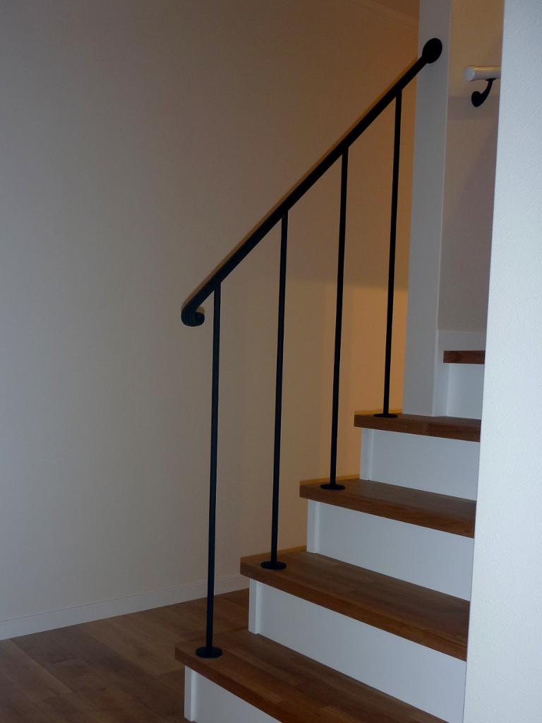 シンプルなロートアイアン階段手摺