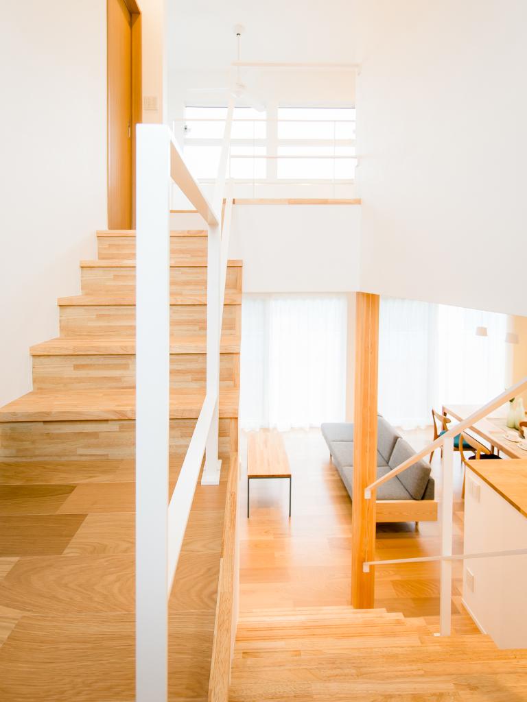 平鉄の階段アイアン手摺踊り場部分