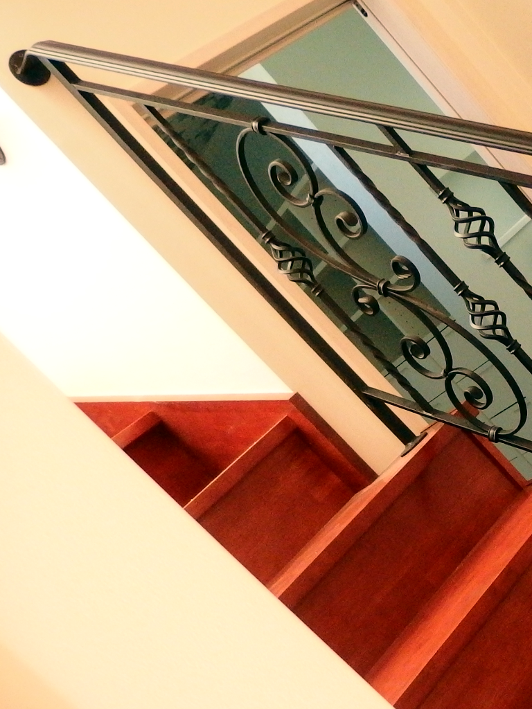 ロートアイアン階段手摺壁取付詳細部分