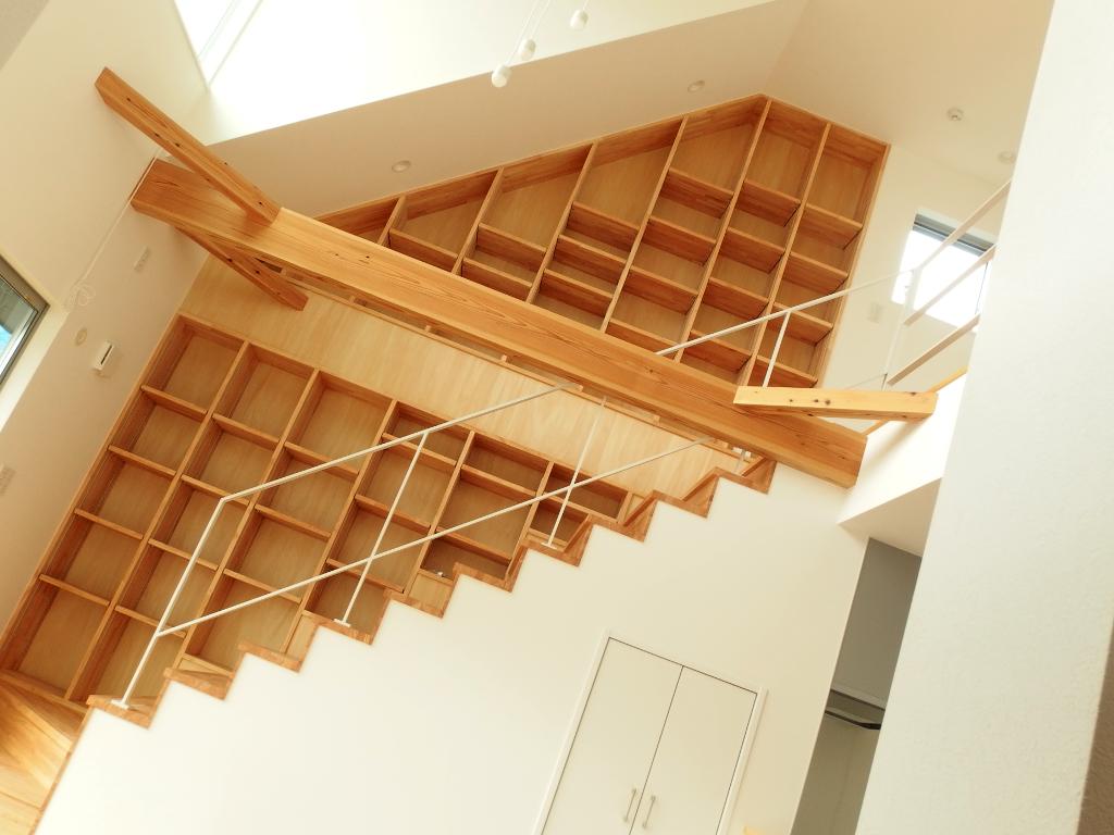 フラットバーのアイアン階段手摺り設置、シンプルでおしゃれな